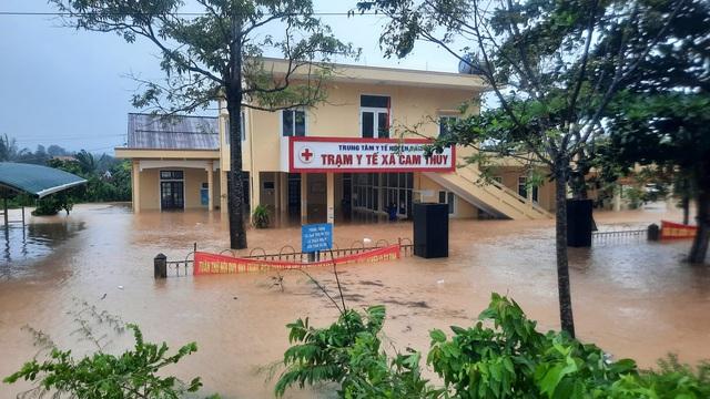Mưa lũ nhấn chìm nhiều khu vực tại Quảng Trị - Ảnh 9.