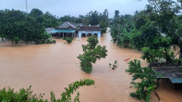 Mưa lũ nhấn chìm nhiều khu vực tại Quảng Trị - Ảnh 10.
