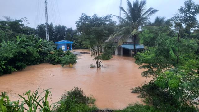 Mưa lũ nhấn chìm nhiều khu vực tại Quảng Trị - Ảnh 11.