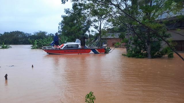Mưa lũ nhấn chìm nhiều khu vực tại Quảng Trị - Ảnh 1.