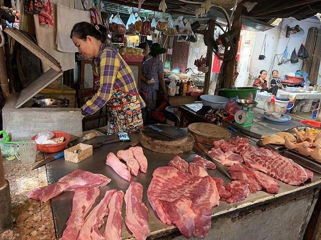 Giá lợn hơi dưới 70.000 đồng/kg, 1,7 triệu hộ chăn nuôi nhỏ lẻ gặp khó - Ảnh 1.