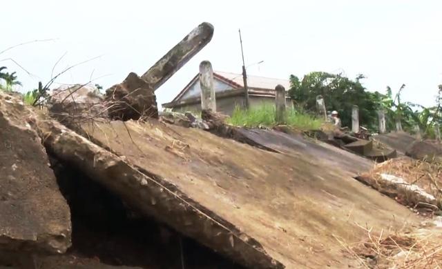Hàng loạt tuyến đường giao thông ở Thừa Thiên - Huế hư hỏng sau bão lũ - Ảnh 1.