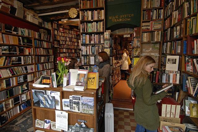 """Cửa hàng sách """"huyền thoại"""" ở Paris (Pháp) """"thoi thóp"""" vì COVID-19 - Ảnh 1."""