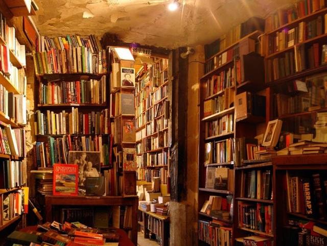 """Cửa hàng sách """"huyền thoại"""" ở Paris (Pháp) """"thoi thóp"""" vì COVID-19 - Ảnh 2."""