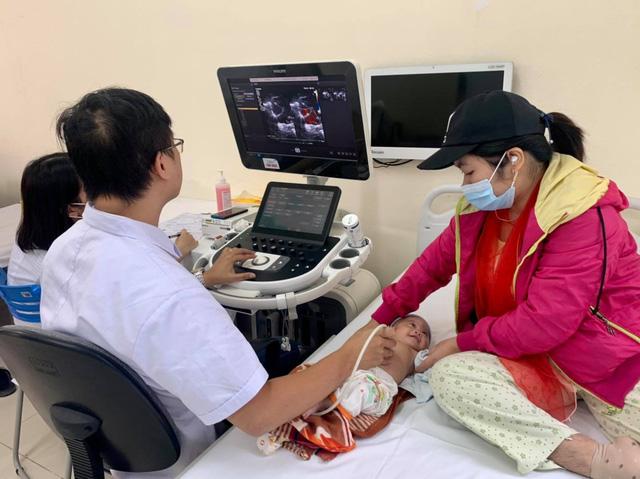 Trái tim cho em tầm soát bệnh tim bẩm sinh cho 1.800 em nhỏ - Ảnh 4.