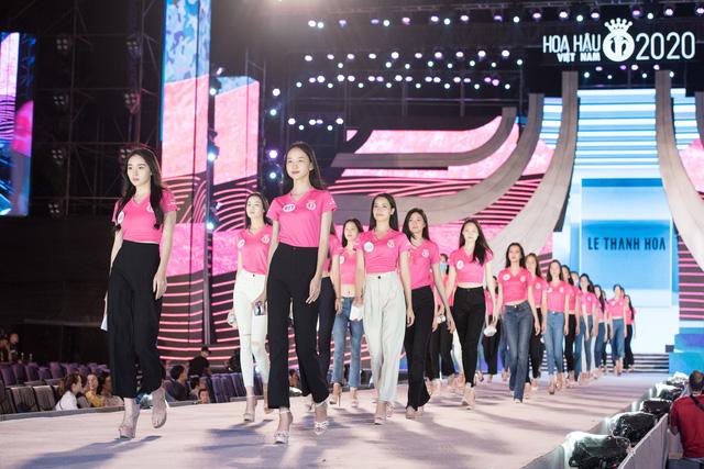 Hoa hậu Đỗ Mỹ Linh, Tiểu Vy để mặt mộc tổng duyệt đêm thi Người đẹp thời trang - Ảnh 7.