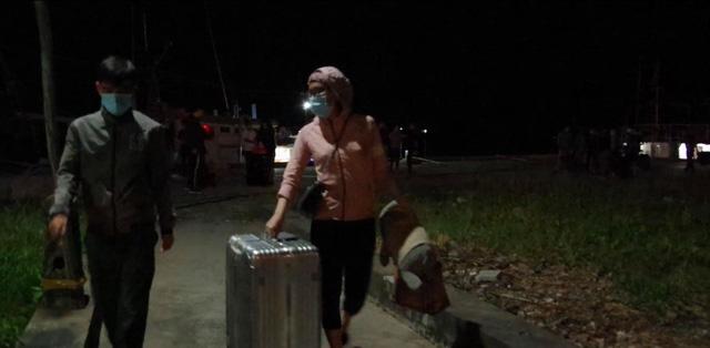 Kiên Giang: Bắt giữ 10 người nhập cảnh trái phép bằng đường biển vào Việt Nam - Ảnh 1.
