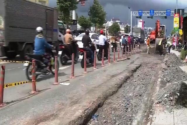 Cần Thơ khẩn trương khắc phục đường giao thông hư hỏng do triều cường - Ảnh 1.