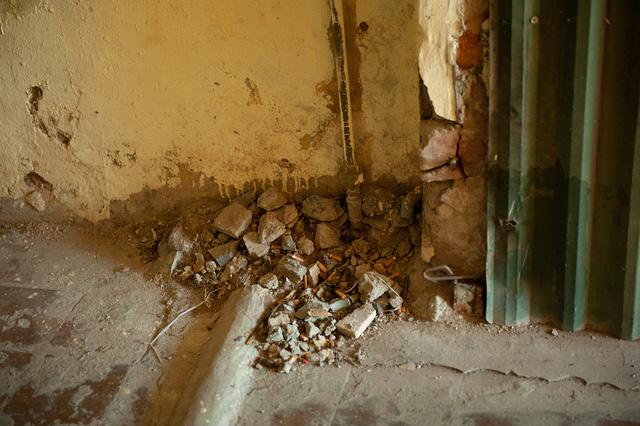 Hà Nội: Di dời hộ dân ra khỏi các nhà chung cư cũ nguy hiểm - Ảnh 7.