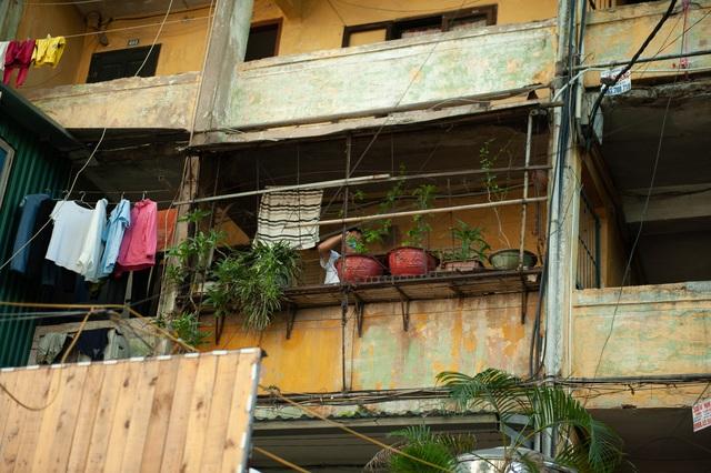 Hà Nội: Di dời hộ dân ra khỏi các nhà chung cư cũ nguy hiểm - Ảnh 11.