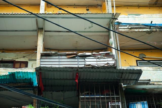 Hà Nội: Di dời hộ dân ra khỏi các nhà chung cư cũ nguy hiểm - Ảnh 12.
