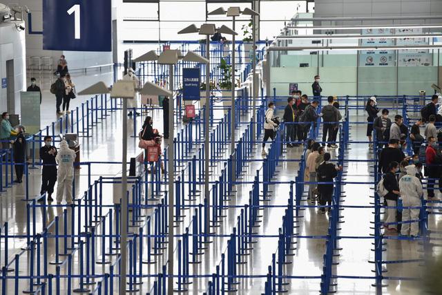 WHO xem xét cấp giấy chứng nhận tiêm chủng cho khách du lịch - Ảnh 1.