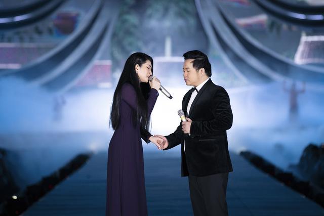Chi Pu diện váy táo bạo trên sân khấu Hoa hậu Việt Nam 2020 - Ảnh 12.