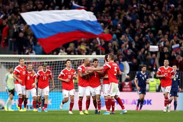 Cuộc đua giành quyền đăng cai EURO 2020  bắt đầu nóng lên - Ảnh 2.