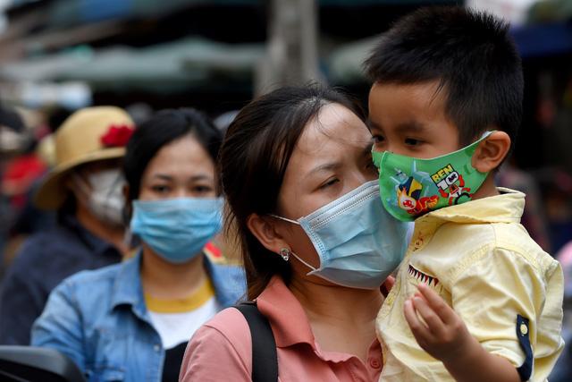 Campuchia phạt nặng trường hợp ép giá khẩu trang y tế - Ảnh 1.