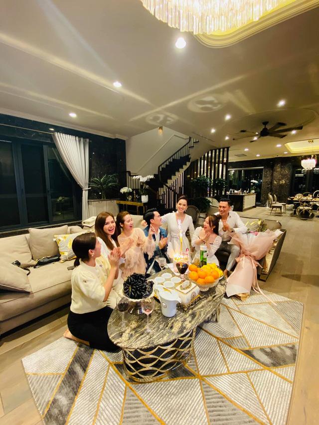 Lã Thanh Huyền đón sinh nhật muộn tại biệt thự sang chảnh cùng hội bạn thân - Ảnh 17.