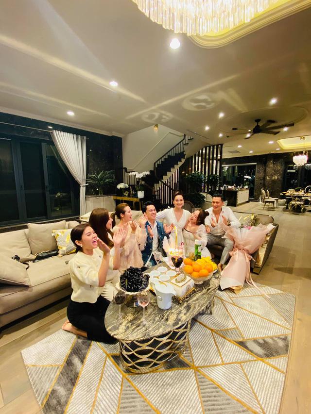 Lã Thanh Huyền đón sinh nhật muộn tại biệt thự sang chảnh cùng hội bạn thân - Ảnh 16.