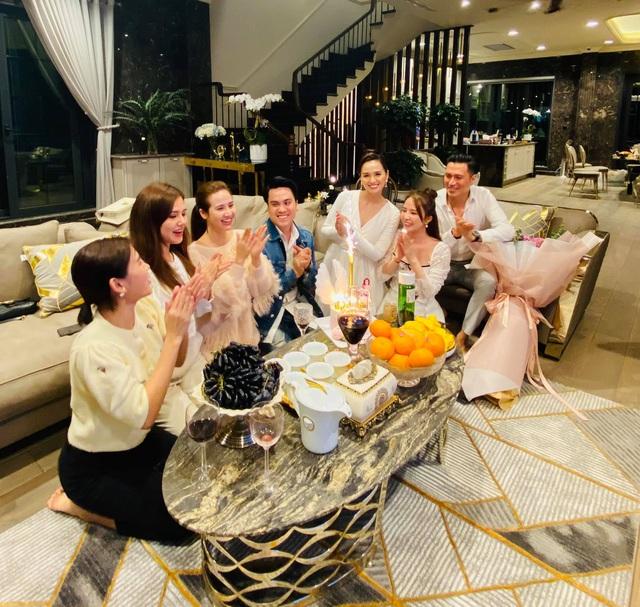 Lã Thanh Huyền đón sinh nhật muộn tại biệt thự sang chảnh cùng hội bạn thân - Ảnh 15.