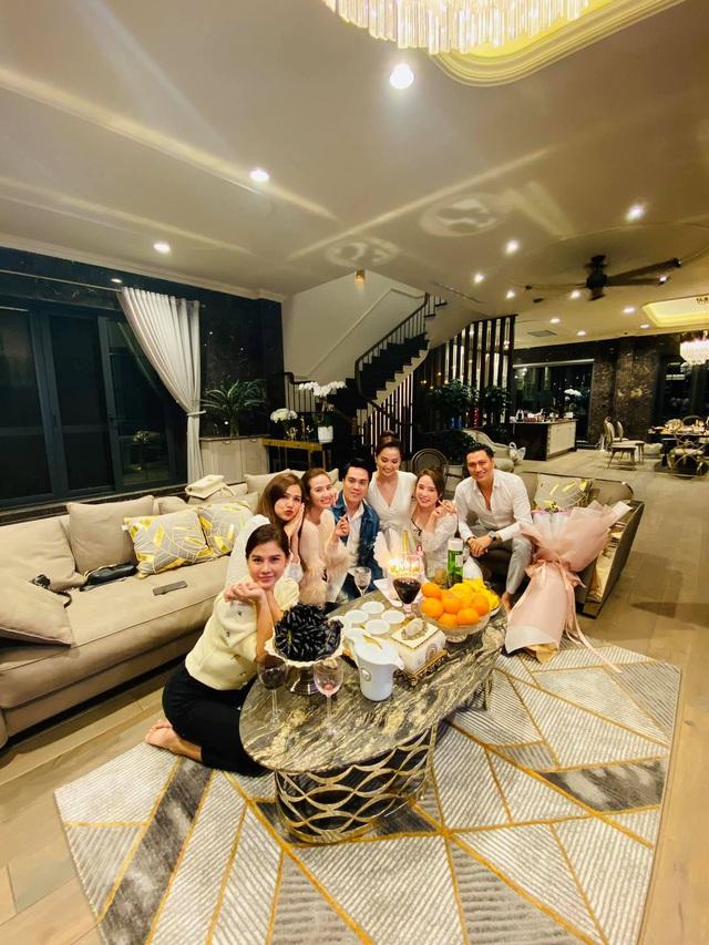Lã Thanh Huyền đón sinh nhật muộn tại biệt thự sang chảnh cùng hội bạn thân - Ảnh 14.