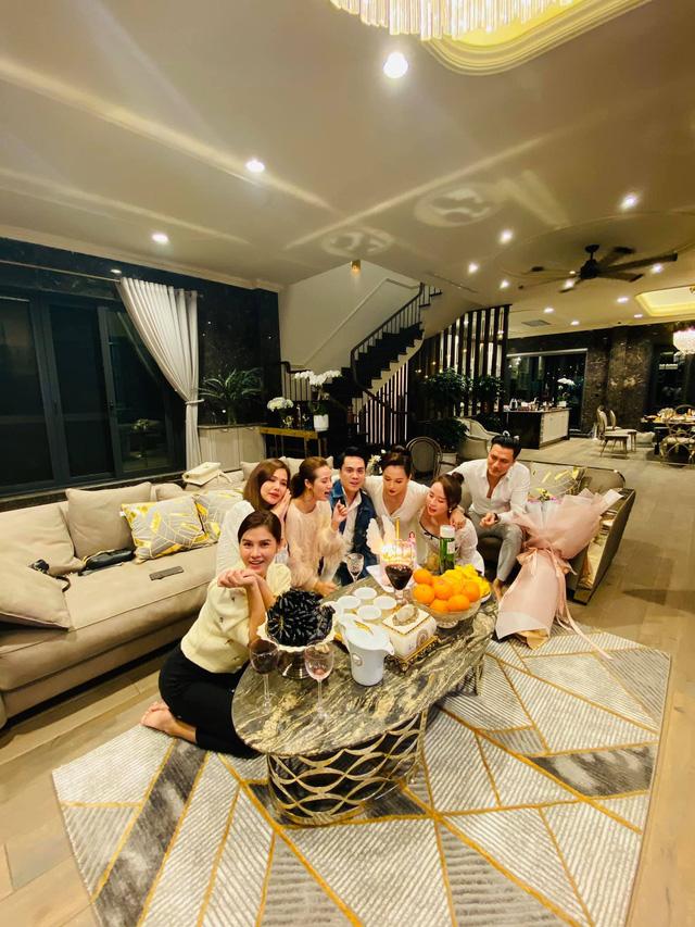 Lã Thanh Huyền đón sinh nhật muộn tại biệt thự sang chảnh cùng hội bạn thân - Ảnh 13.