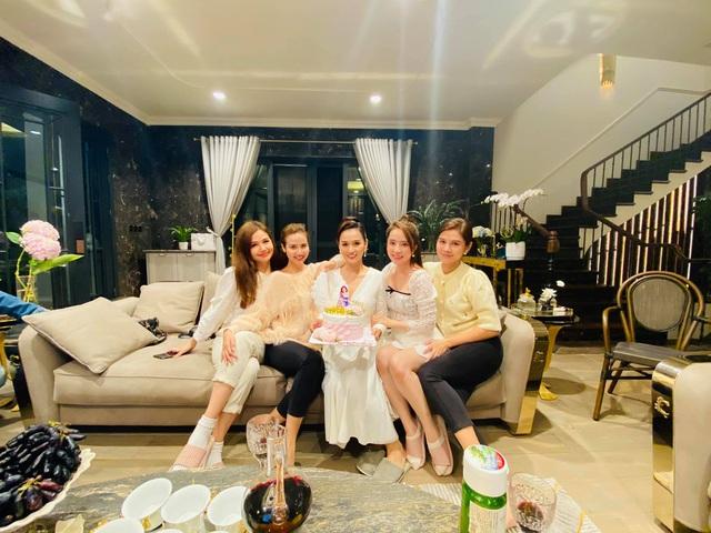 Lã Thanh Huyền đón sinh nhật muộn tại biệt thự sang chảnh cùng hội bạn thân - Ảnh 12.