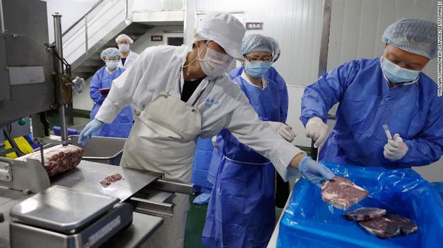 Trung Quốc dừng nhập khẩu thực phẩm đông lạnh từ 20 nước có dịch COVID-19 - Ảnh 1.