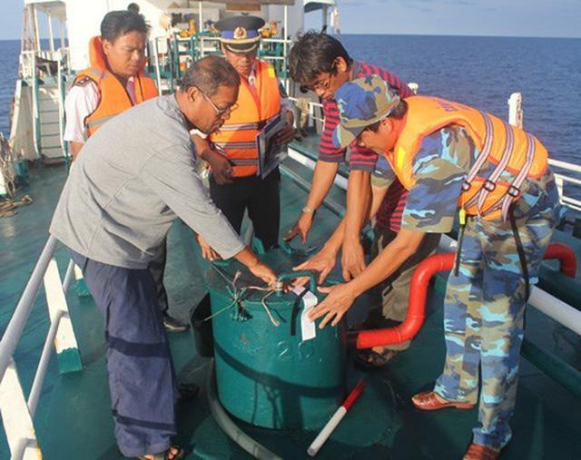 Buôn lậu xăng dầu trên biển ngày càng trắng trợn, tinh vi - Ảnh 1.