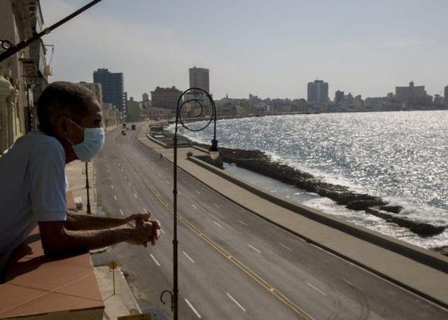 Sân bay La Habana mở cửa đón du khách quốc tế sau hơn 7 tháng đóng cửa - Ảnh 1.
