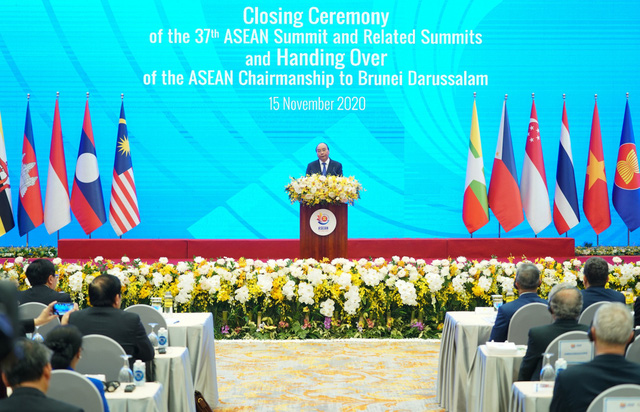 Vietnamese PM nguyen Xuan Phuc addresses the closing ceremony of the 37th ASEAN Summit and related meetings, wrapping up a successful year for Vietnam in its role as the ASEAN Chair. (Photo: VGP)