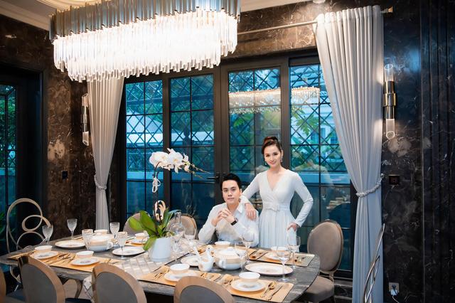 Lã Thanh Huyền đón sinh nhật muộn tại biệt thự sang chảnh cùng hội bạn thân - Ảnh 1.