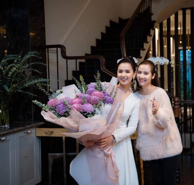 Lã Thanh Huyền đón sinh nhật muộn tại biệt thự sang chảnh cùng hội bạn thân - Ảnh 2.
