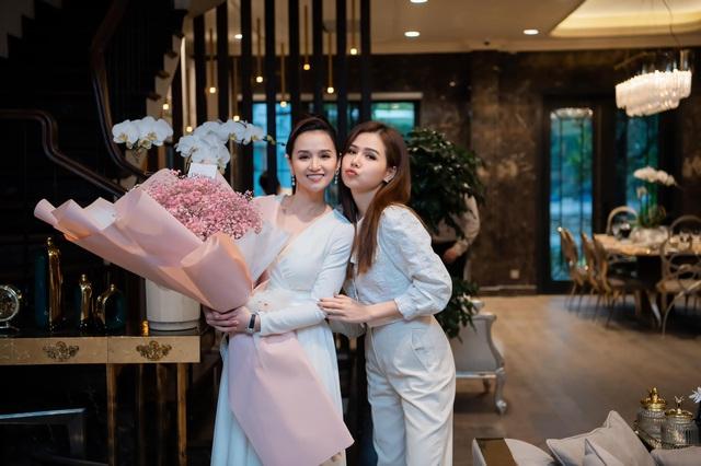 Lã Thanh Huyền đón sinh nhật muộn tại biệt thự sang chảnh cùng hội bạn thân - Ảnh 3.