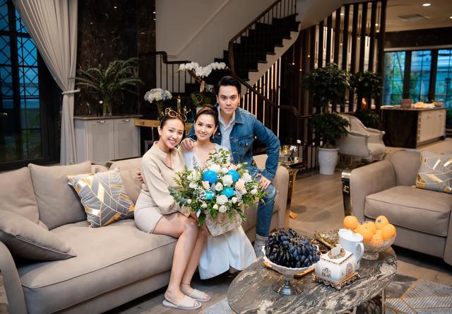 Lã Thanh Huyền đón sinh nhật muộn tại biệt thự sang chảnh cùng hội bạn thân - Ảnh 5.