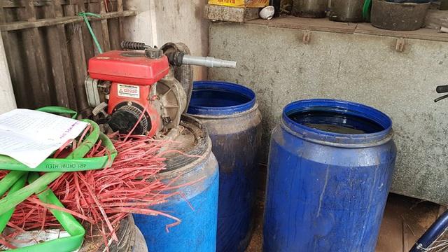 Mục sở thị dây chuyền sản xuất rượu gây ngộ độc chết người - Ảnh 3.