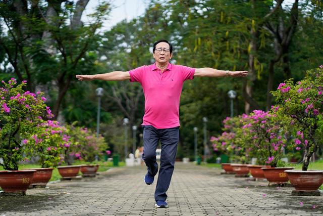1 thử thách, 2 dấu hiệu đơn giản kiểm tra nguy cơ đột quỵ tuổi 50 - Ảnh 1.