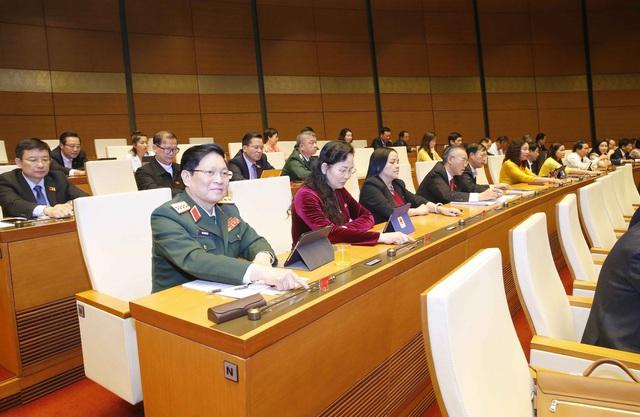 Quốc hội yêu cầu tăng cường kiểm soát chất lượng, hiệu quả biên soạn, thẩm định SGK - Ảnh 2.