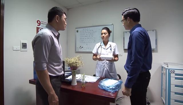 Lửa ấm - Tập 35: Minh sững người thì thấy Thủy có đồng nghiệp nam để ý - ảnh 3