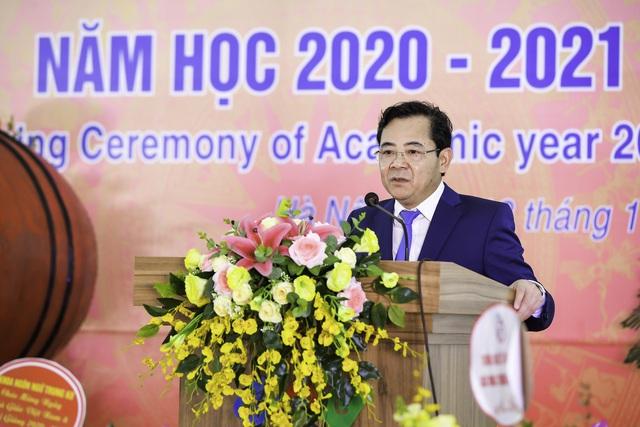 CĐ Quốc tế Hà Nội chung tay hướng về miền Trung, ủng hộ 200 chăn ấm và đồ dùng - Ảnh 3.