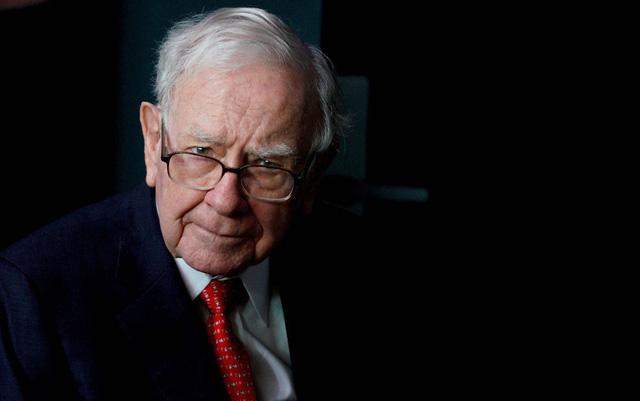 Warren Buffett mạnh tay gom cổ phiếu y tế - Ảnh 1.