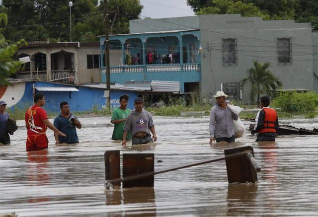 Bão Iota đổ bộ gây lũ lụt và lở đất nghiêm trọng tại Trung Mỹ, hơn 30 người thiệt mạng - Ảnh 1.