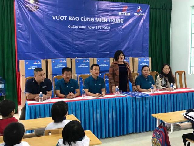 Chung tay vượt bão cùng học sinh các tỉnh miền Trung: Đúng lúc, đúng đối tượng là trân quý - Ảnh 1.