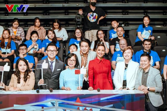 HHen Niê rạng rỡ làm giám khảo Trường Teen 2020 - Ảnh 3.