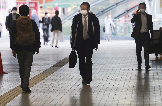 Kỷ lục hơn 2.200 ca mắc mới/ngày, Nhật Bản nâng cảnh báo lên mức cao nhất - Ảnh 1.