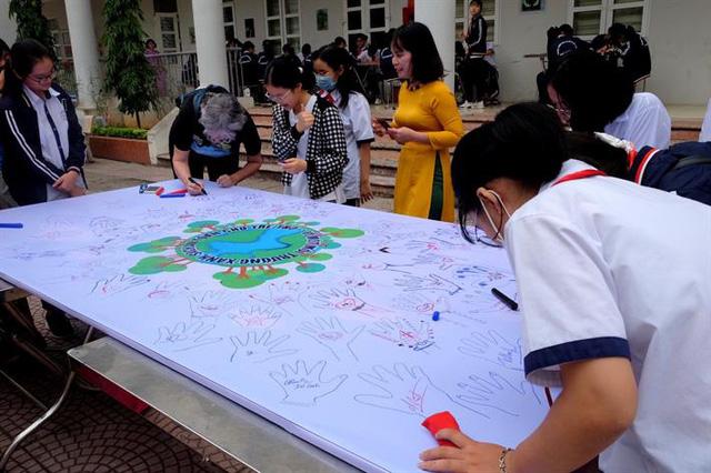 Hưởng ứng ngày trẻ em thế giới (20/11) với chủ đề 'Vì một Việt Nam xanh, sạch đẹp cho trẻ em' - Ảnh 2.