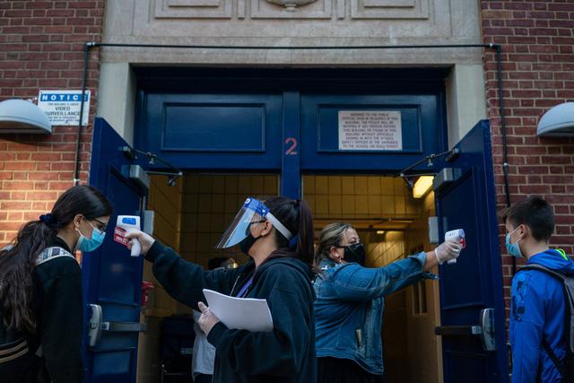 Thành phố New York đóng cửa toàn bộ trường học công lập vì COVID-19 - Ảnh 2.