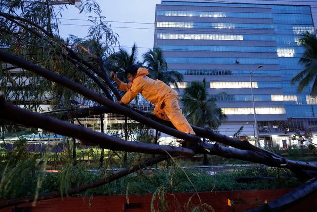 Hình ảnh Phillipines đổ nát, tan hoang do siêu bão mạnh nhất thế giới Goni - Ảnh 2.
