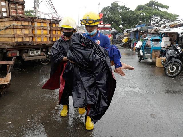 Hình ảnh Phillipines đổ nát, tan hoang do siêu bão mạnh nhất thế giới Goni - Ảnh 9.