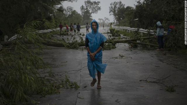 Hình ảnh Phillipines đổ nát, tan hoang do siêu bão mạnh nhất thế giới Goni - Ảnh 8.