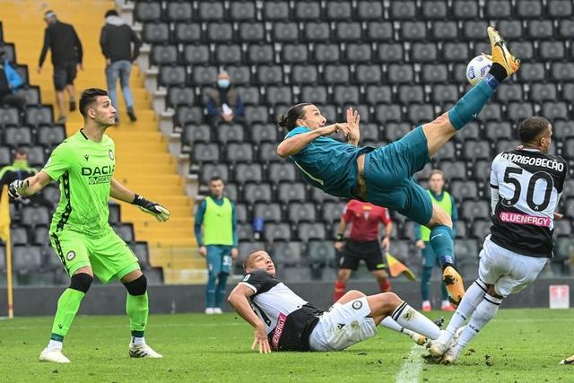 Udinese 1-2 AC Milan: Ibrahimovic lập siêu phẩm, Milan vững ngôi đầu - Ảnh 4.