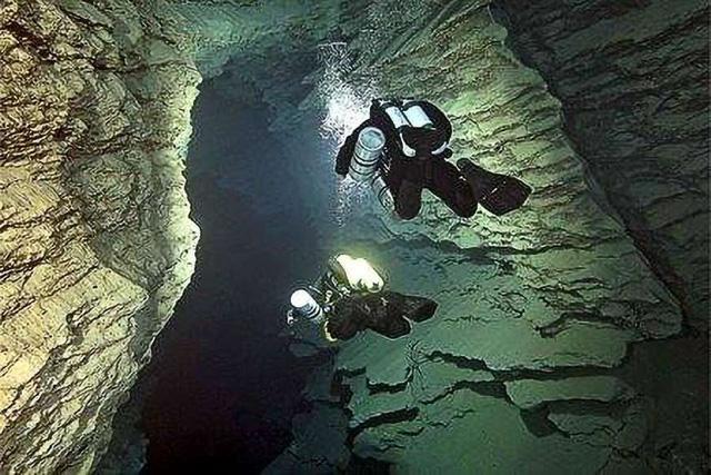 """Khám phá 10 hồ nước ngầm """"đẹp kỳ ảo"""" trên thế giới - Ảnh 1."""